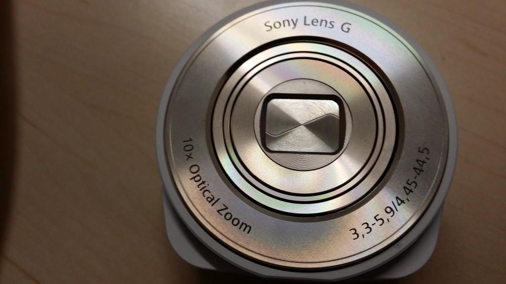 Sony-QX10-3