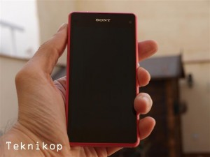 Sony-Xperia-Z1-Compact--17