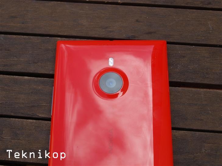 Nokia-Lumia-1520-16