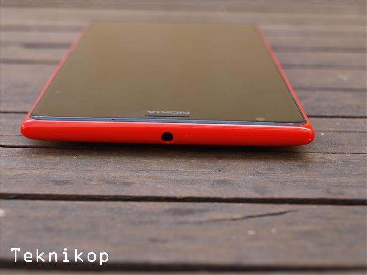 Nokia-Lumia-1520-8