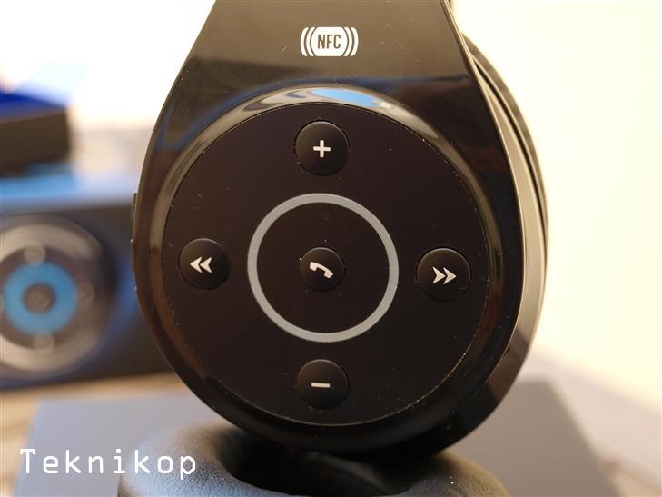 Energy-HeadPhones-BT9-Review-10