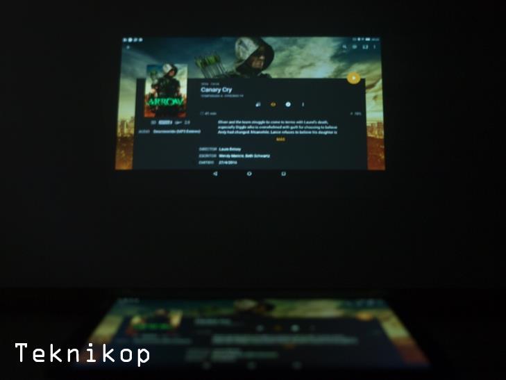 Lenovo-Yoga-proyector-2